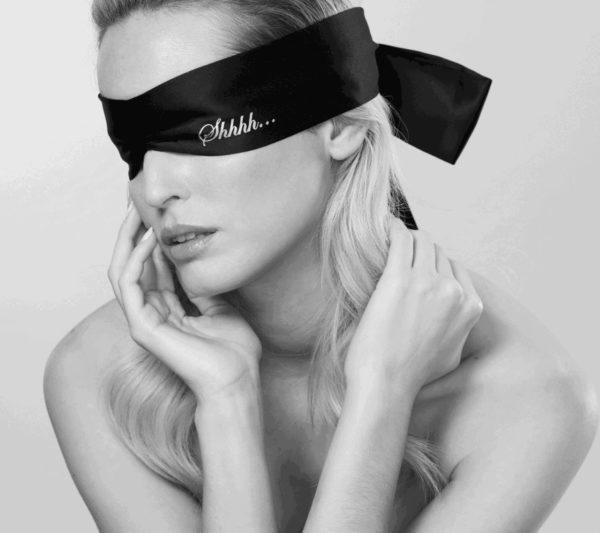 Shhh Blindfold Model Augenbinde